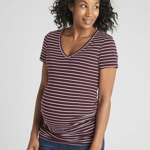 Gap maternity v neck tee